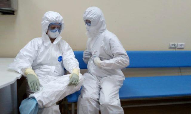 Пациент с тобой разговаривает, а легких у него уже нет: врач из РФ о коронавирусе