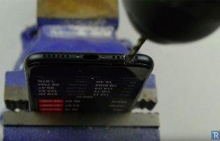 Владельцы iPhone 7 сверлят в гаджетах отверстия для прослушивания музыки. В ...