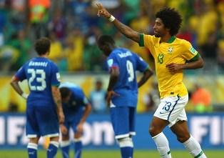 Кубок Конфедераций: Бразилия выходит с первого места