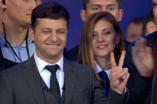 Порошенко опубликовал компроментирующие данные о супруге Зеленского