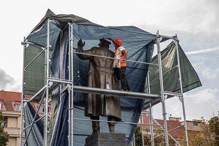 Мэру Праги приходят угрозы из России из-за сноса памятника Коневу