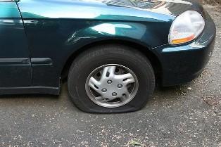 В Киеве грабили клиентов банка, прокалывая шины их автомобилей. www.vk.com/ ...