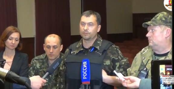 Один из лидеров боевиков ЛНР спокойно гуляет по Киеву. Видео