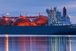 Биржевая цена газа в Европе перевалила за $1450