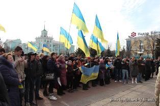 Два мира в Луганске: фашисты и антифашисты