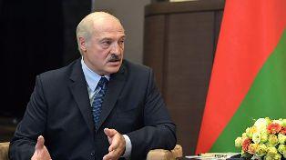 Лукашенко обвинил РФ в попытке присоединить Беларусь