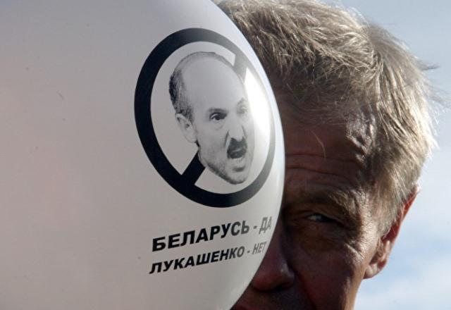 Протесты в Беларуси: Лукашенко становится токсичным изгоем