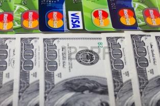 НБУ запретил выдачу валюты по картам и ввел конвертацию переводов