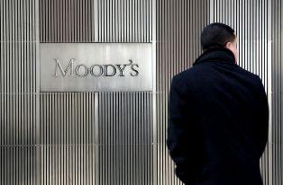 Moody's опустило кредитный рейтинг России до мусорного