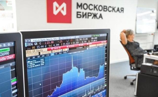 Действие санкций: российские банки рекомендуют клиентам уходить с биржи