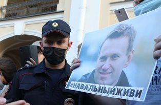 Российские врачи отказали в перевозке Навального в Берлин