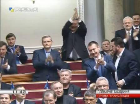 Оппозиционный блок аплодировал стоя
