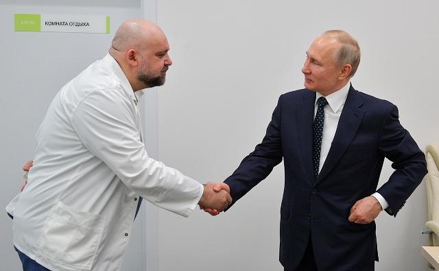 Bloomberg: российская элита получила доступ к вакцине от COVID еще в апреле