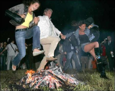 Президент Ющенко исполняет зажигательный танец на живых костях