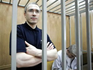 Одни штурмуют Нафтогаз, другие снова судят Ходорковского. Фото.
