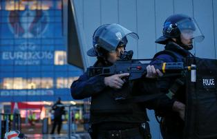 Французская полиция начала рейды среди болельщиков сборной России на Евро-2 ...