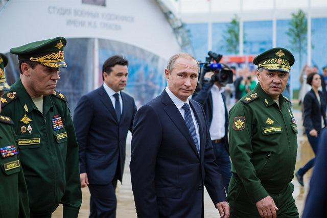 Эксперт: почему Путин не нападает на Украину