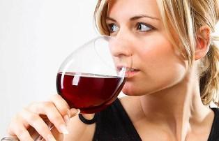 Красное вино может вызывать кариес?