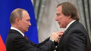 Советник и родственник Путина оказались в расследовании в США о подозритель ...