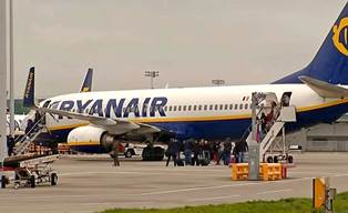 Ryanair: пилотов самолета заставляли сказать на камеру о добровольном решен ...