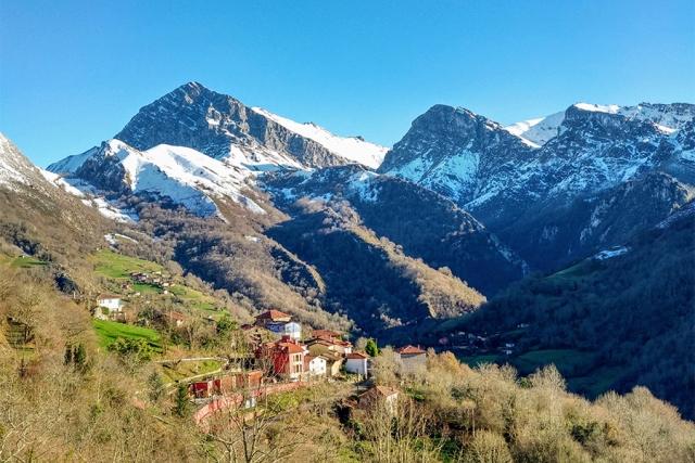 Зачем деревни в Италии и Испании выплачивают новым жителям €700 000?