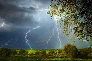 Весна в Украине завершается грозовыми дождями и похолоданием