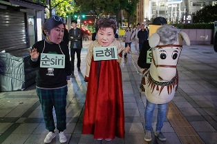 В Южной Корее задержали подругу президента, несколько лет управлявшей стран ...