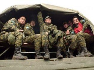 В России солтад-срочников массово отправляют воевать на Донбасс