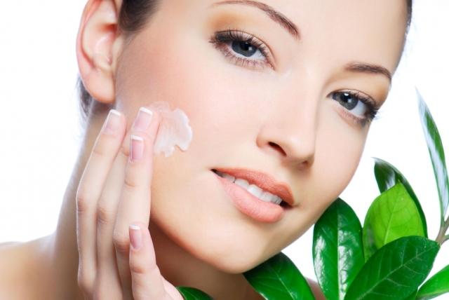 Как правильно ухаживать за кожей лица в летний период
