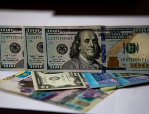 Валюта Казахстана укрепилась к доллару до 315 тенге