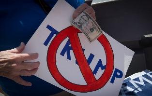 Доллар продолжает снижаться из-за Трампа