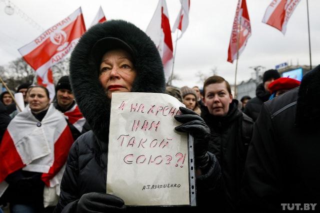 В Беларуси на треть снизилось число сторонников союза с РФ