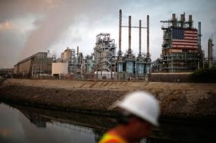 Ситуация в США обрушила цены на нефть