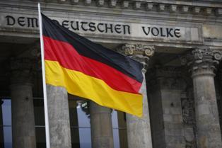 Партия Меркель выразила беспокойство относительно возможной победы Зеленско ...