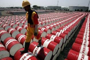 Почему нефть обвалилась ниже нуля и чем это закончится