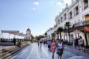 В Ялте заявили о росте туристического потока практически на 50%