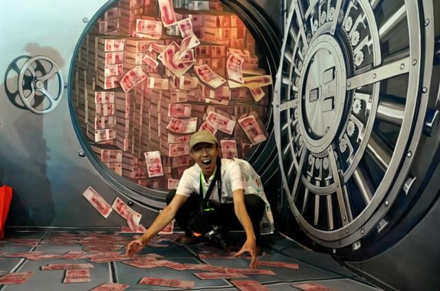 Центробанк РФ перевел долларовые активы в евро и юани